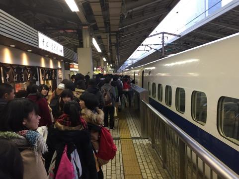 新幹線に乗り込み、一路明石へ!